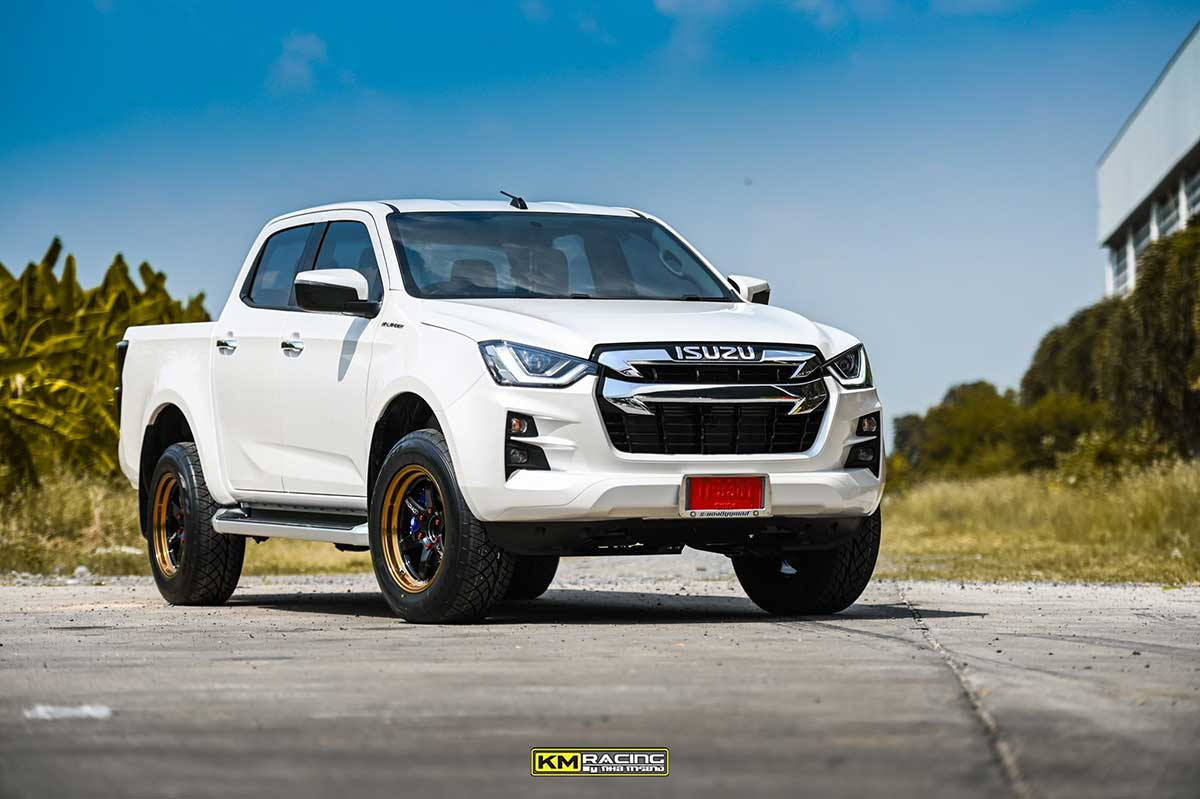 all new isuzu dmax white lenso 01