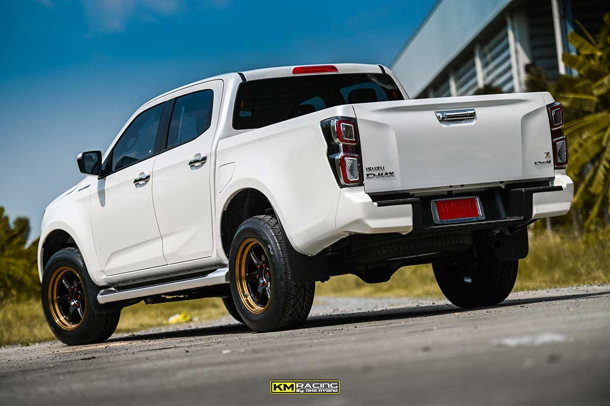 all new isuzu dmax white lenso 03
