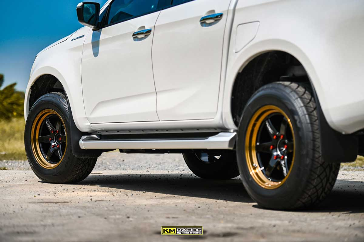 all new isuzu dmax white lenso 04