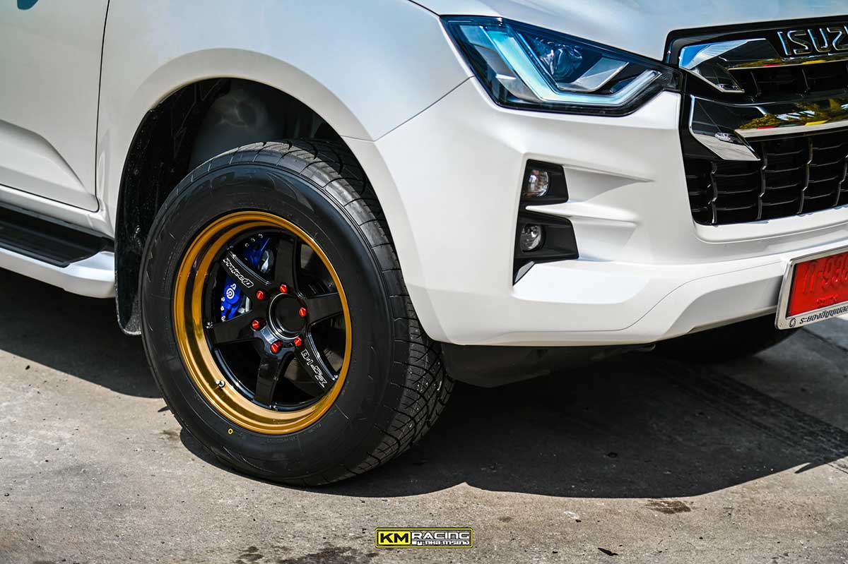 all new isuzu dmax white lenso 05