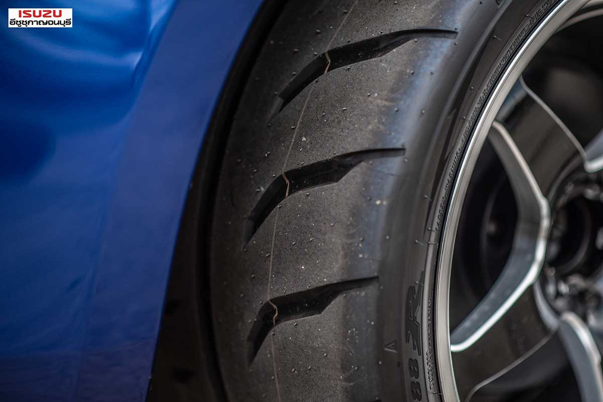all new isuzu dmax blue smallzing 06
