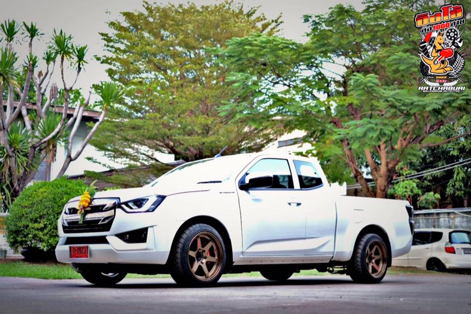 isuzu 2020 spacecab white 01